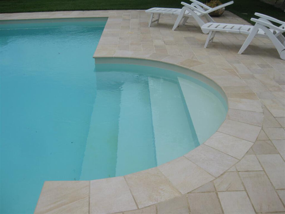 scala piscina su misura