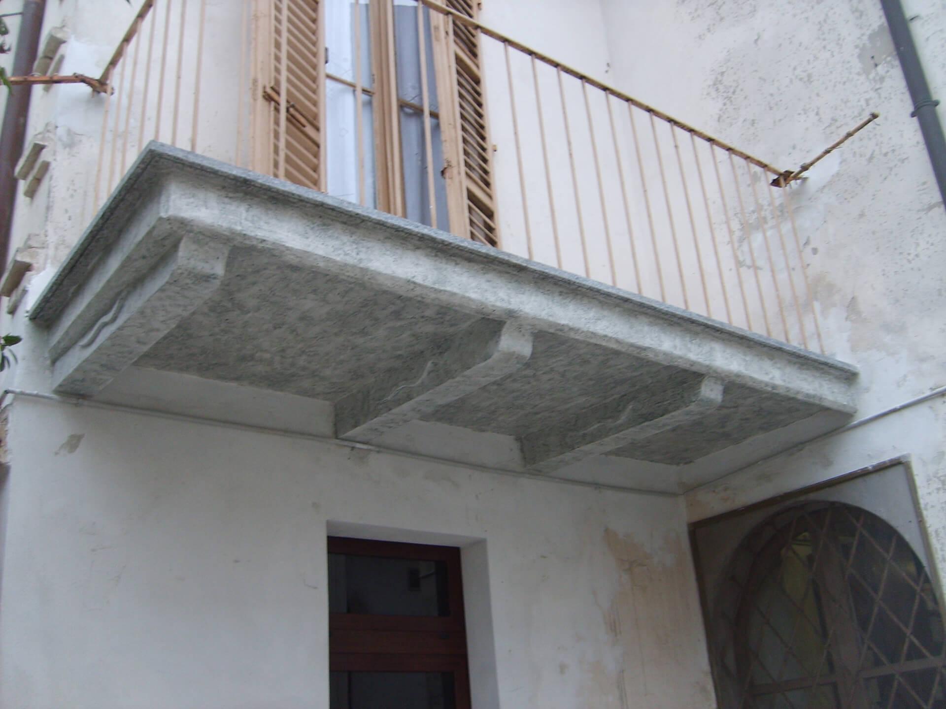 Balcone dopo di intervento ripristino pitturato